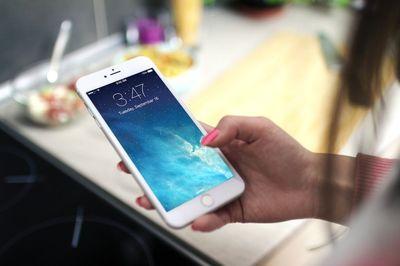 Почему не стоит менять дисплей на Айфон 8 самому